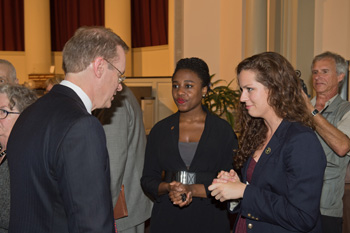 Chancellor-designate Kent D. Syverud meets with students after his introduction to the campus community.