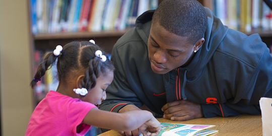 An SU student tutors a child in the Syracuse City School District.