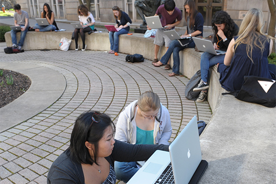 Students connect at SU.