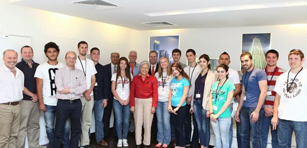 The 2014 DSLIP students, Dubai Contracting Company staff and administrators.