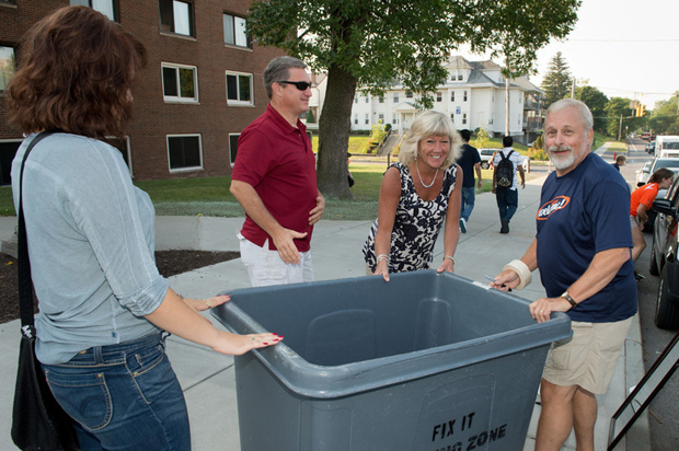 Join the crew of staff and faculty members volunteering to welcome news students into the Orange Family on move-in day. The Syracuse Welcome 2014 program is coordinated by the Office of First Year and Transfer Programs; a number of volunteer shifts are still available.
