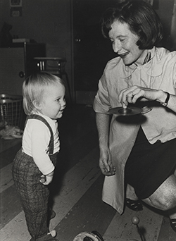 Bettye Caldwell works with a child.