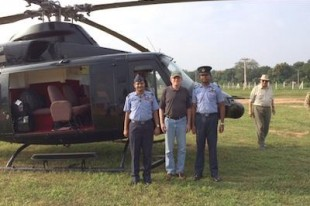 INSCT Faculty Member David M. Crane (center), Professor of Practice in the SU College of Law, arrives in Sri Lanka.