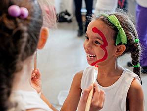 El Punto is an experimental workshop in contemporary arts for children and teens in Syracuse.