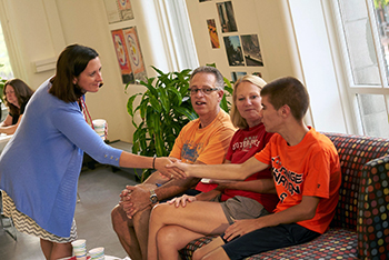 Taishoff Center Director Beth Myers welcomes students and families to Syracuse University.