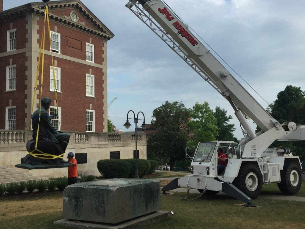 Crane lifting Lincoln statue