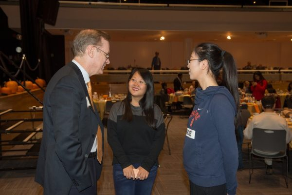 Chancellor Kent Syverud chats with students.