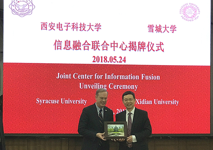 Chancellor Kent Syverud and Yang Zongkai, president of Xidian University.
