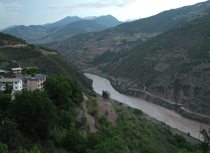 river flowing between mountains