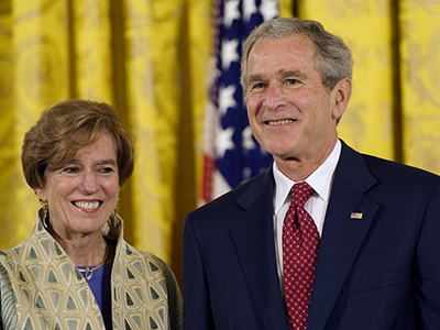 Nina Fedoroff receiving the 2006 National Medal of Science from President George W. Bush.