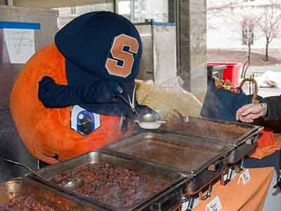 Otto serving chili