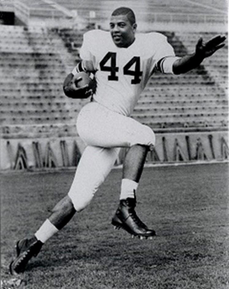 Ernie Davis on the football field