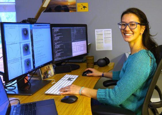 Paula Sanematsu in a physics lab