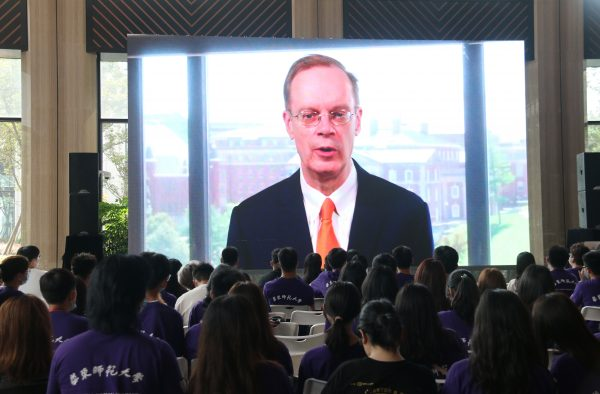 Students in China watching a video greeting from Chancellor Syverud